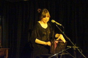 Sarah McQuaid Playing the Shruti Box
